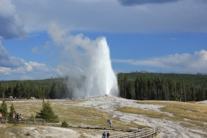 "El famoso géiser llamado ""Old Faithful"" en Yellowstone"