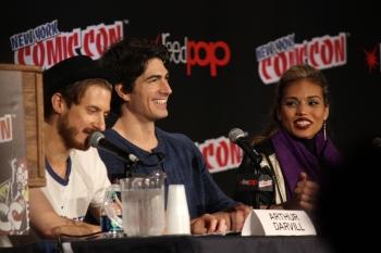 Arthur Davill, Brandon Routh y Ciara Renée.